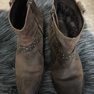 Born Slater Distressed Booties 9.5